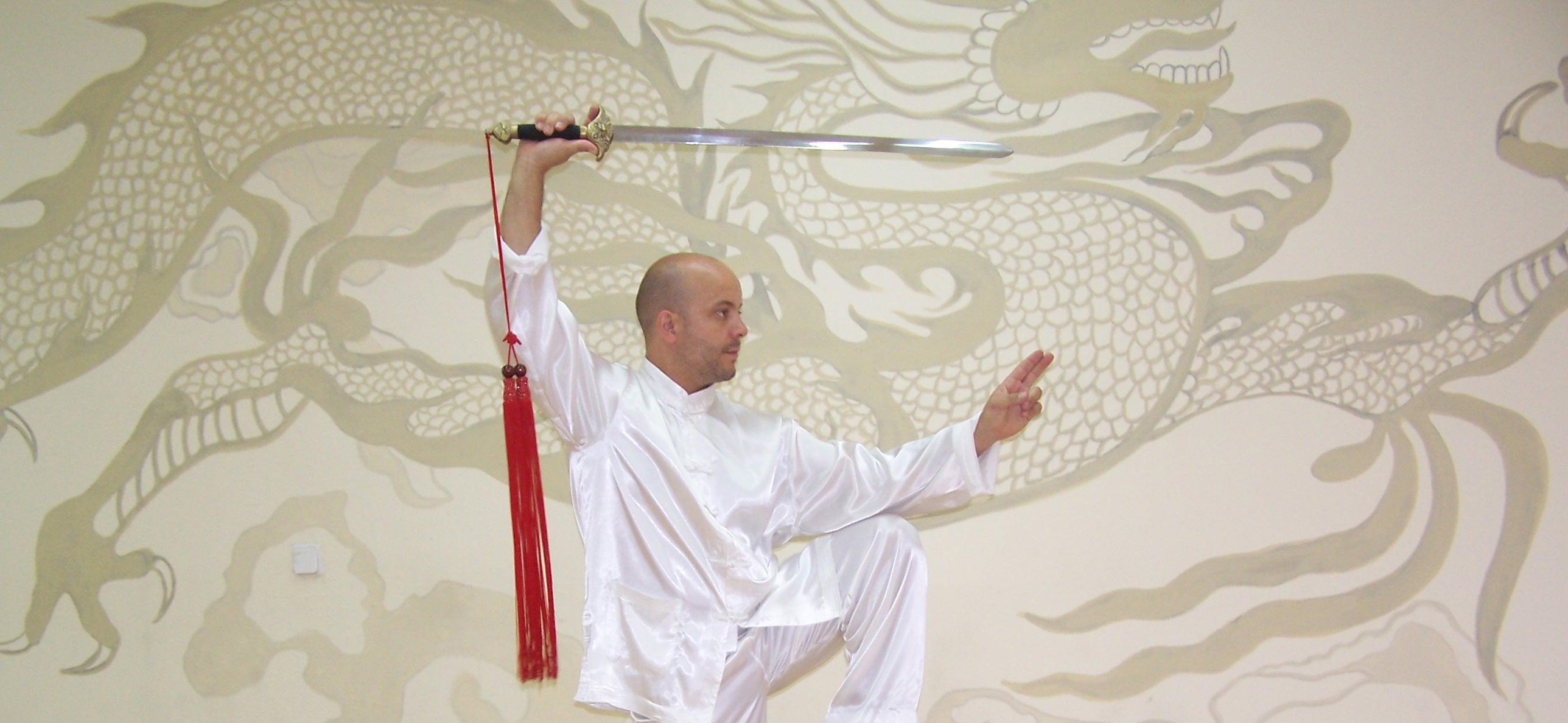 Forma de espada recta Taichi 32 movimientos